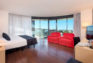 The Sercotel Luz Castellon Hotel has 6 rooms with king ...